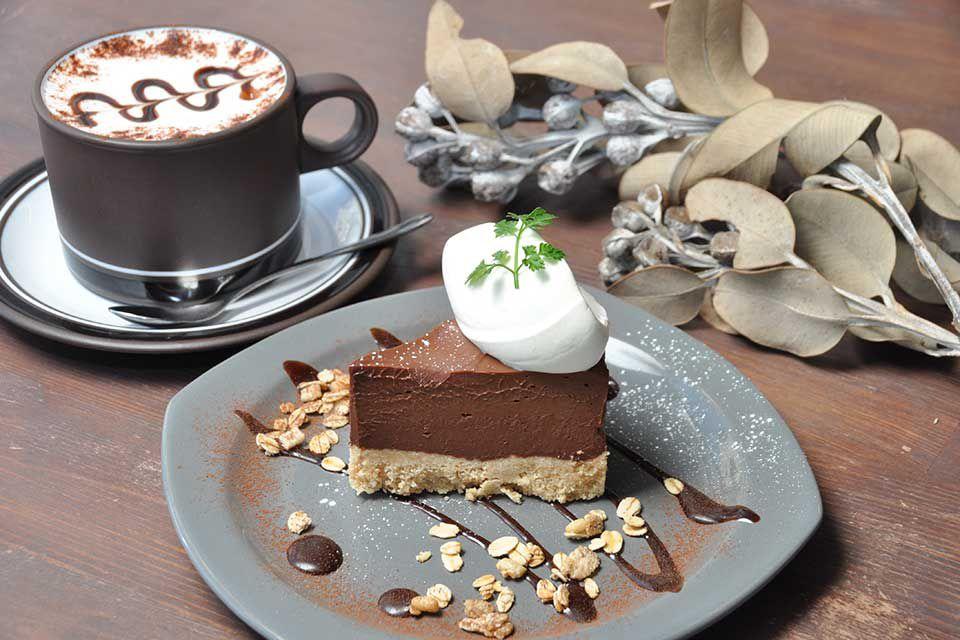 SNS映えも抜群!霧島市の人気カフェ『CAFE510』のチョコスイーツ