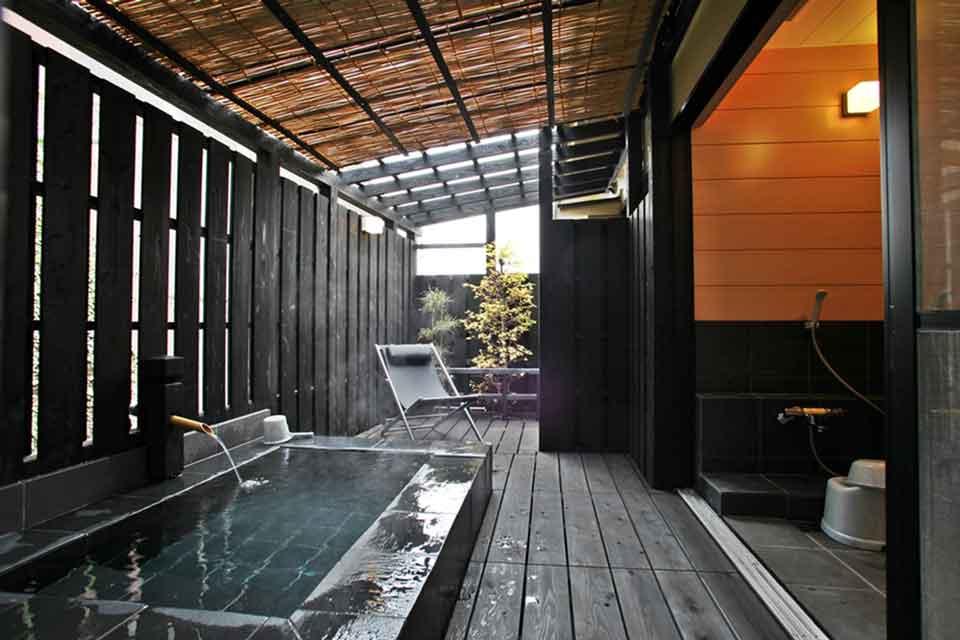 17カゴプラ温泉中島温泉旅館離れ日新公の湯2
