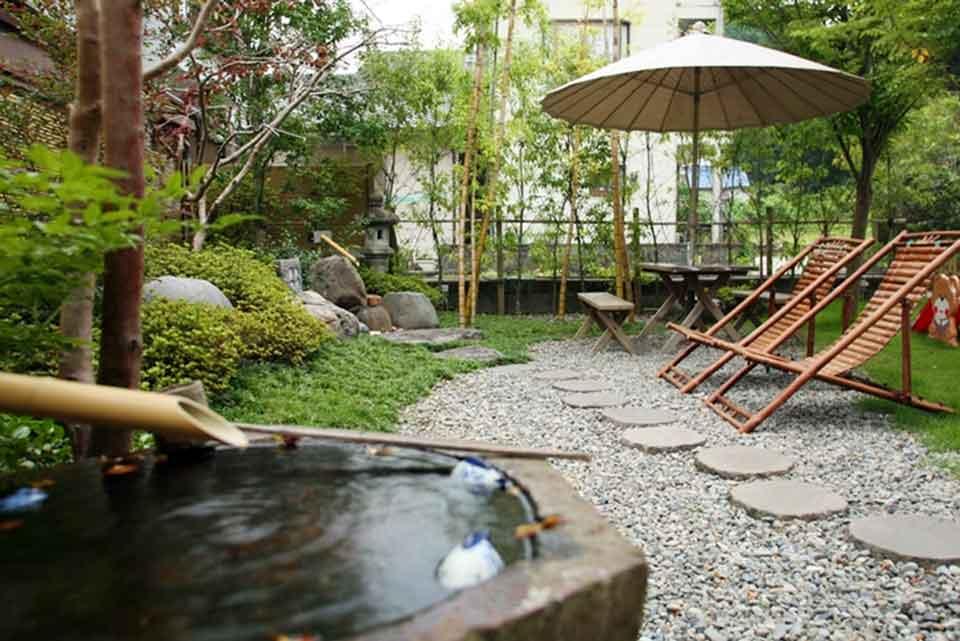 1カゴプラ温泉中島温泉旅館玄関前の庭