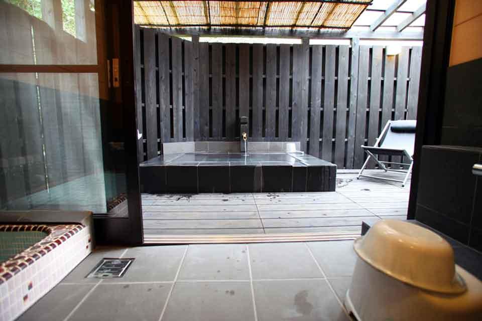 16カゴプラ温泉中島温泉旅館離れ日新公の湯1