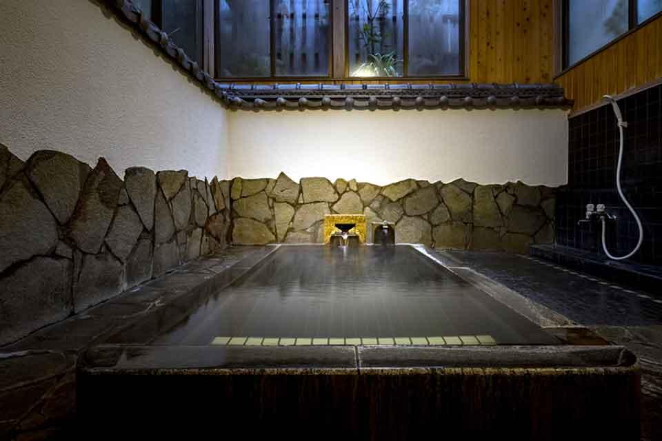 7カゴプラ温泉中島温泉旅館本館西郷どんの湯2