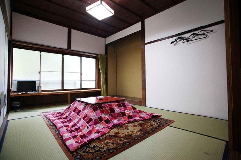 20カゴプラ温泉中島温泉旅館本館自炊部屋