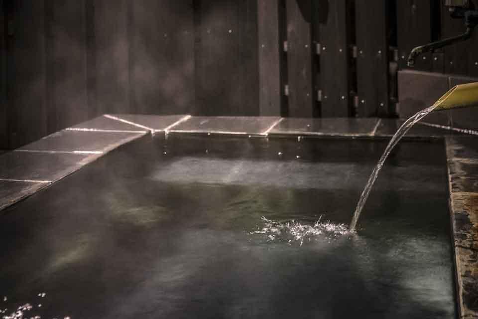 18カゴプラ温泉中島温泉旅館離れ日新公の湯3