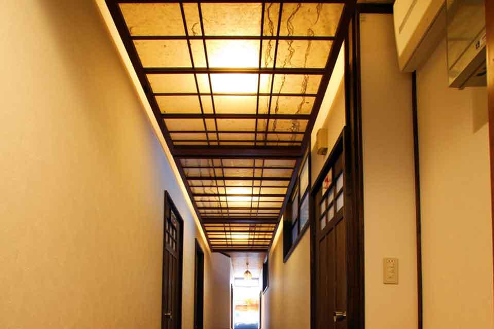 12カゴプラ温泉中島温泉旅館離れ通路