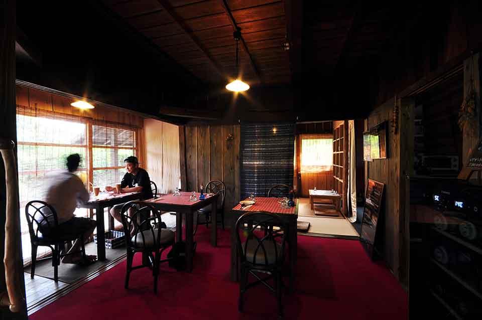 お昼は今一番ホットな場所にある古民家レストランで本格フレンチを。