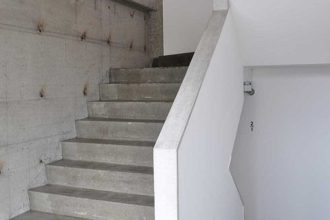 イワシビル/階段
