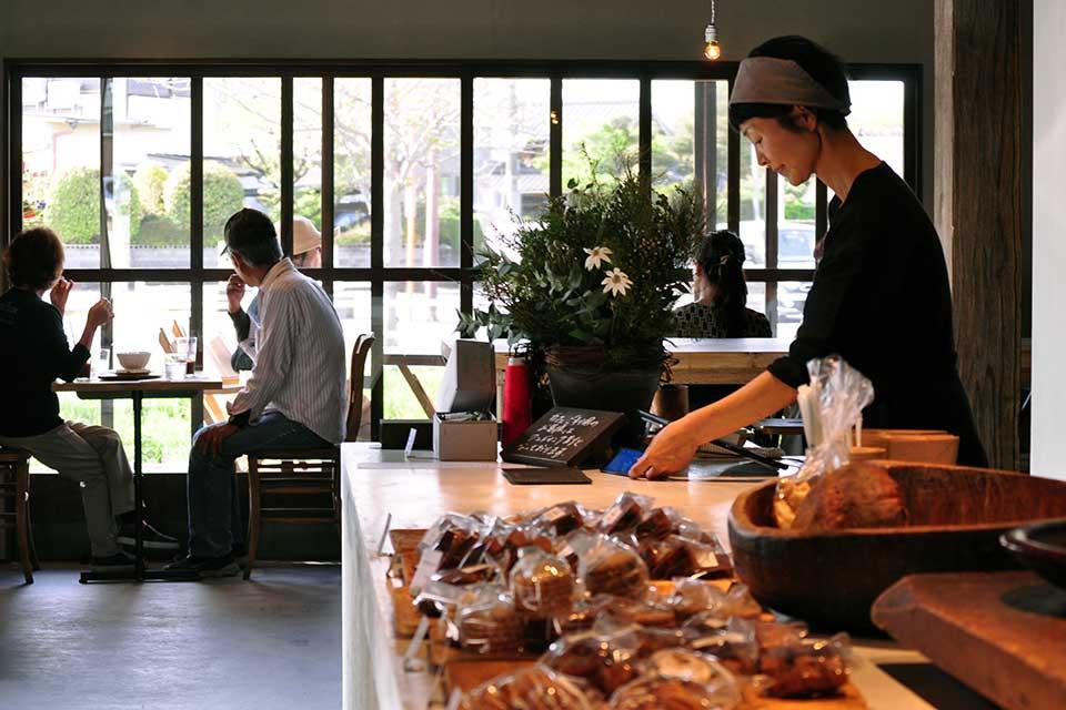 【Chanaan】人気ベーカリーが新店舗を構えお引っ越し。洗練された空間で寛ぎのベーカリータイムを