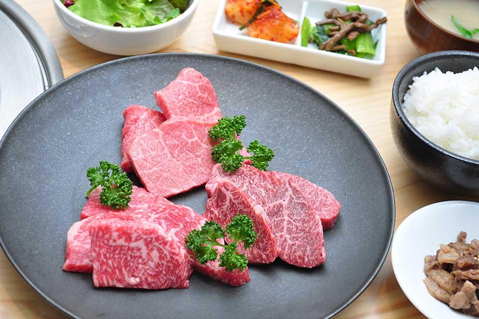 【HIRAMATSU】鹿屋産・平松牧場の黒毛和牛を良心価格で味わえる焼肉&鉄板焼き店