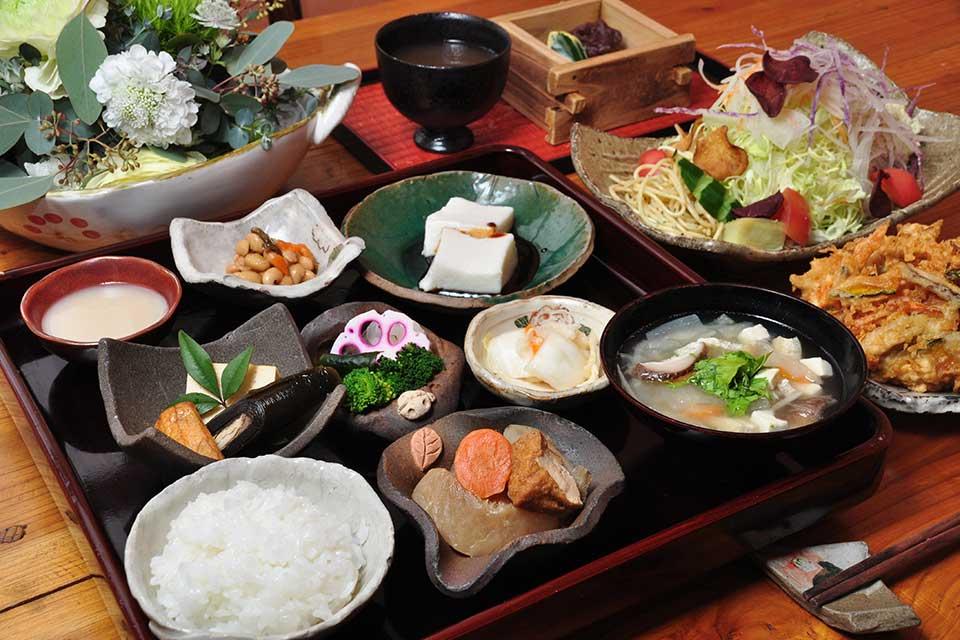 お食事と陶器と小物の店 麻里花