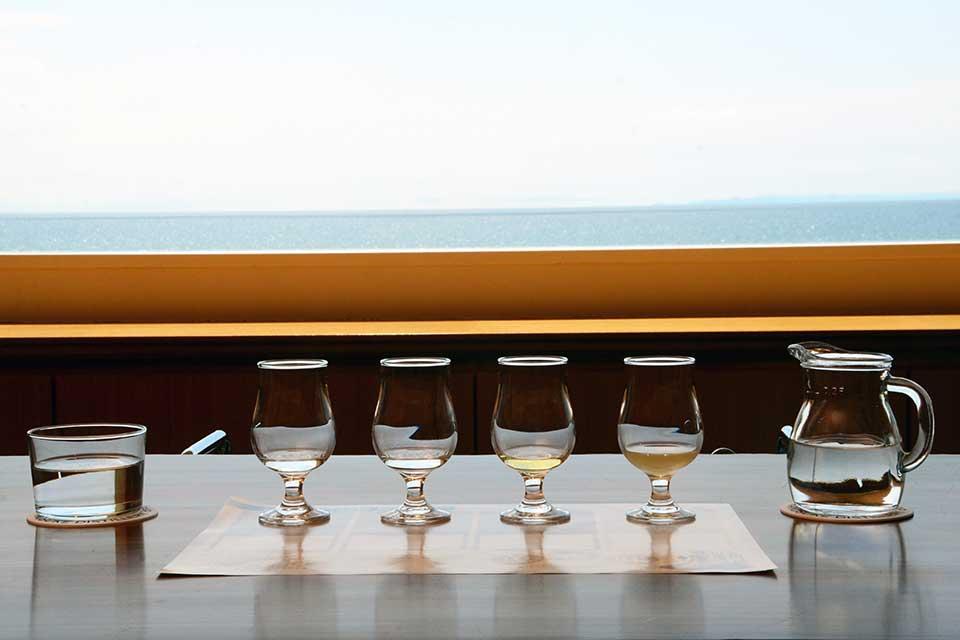 【小正醸造 嘉之助蒸溜所】新たなジャパニーズウイスキーを生み出す海辺の蒸留所が誕生