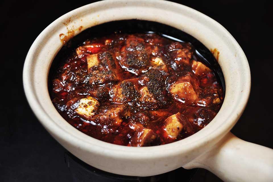 【美華園】ヤミツキ必至「超激辛」試食レポ。老舗中国料理店の本格四川風麻婆豆腐