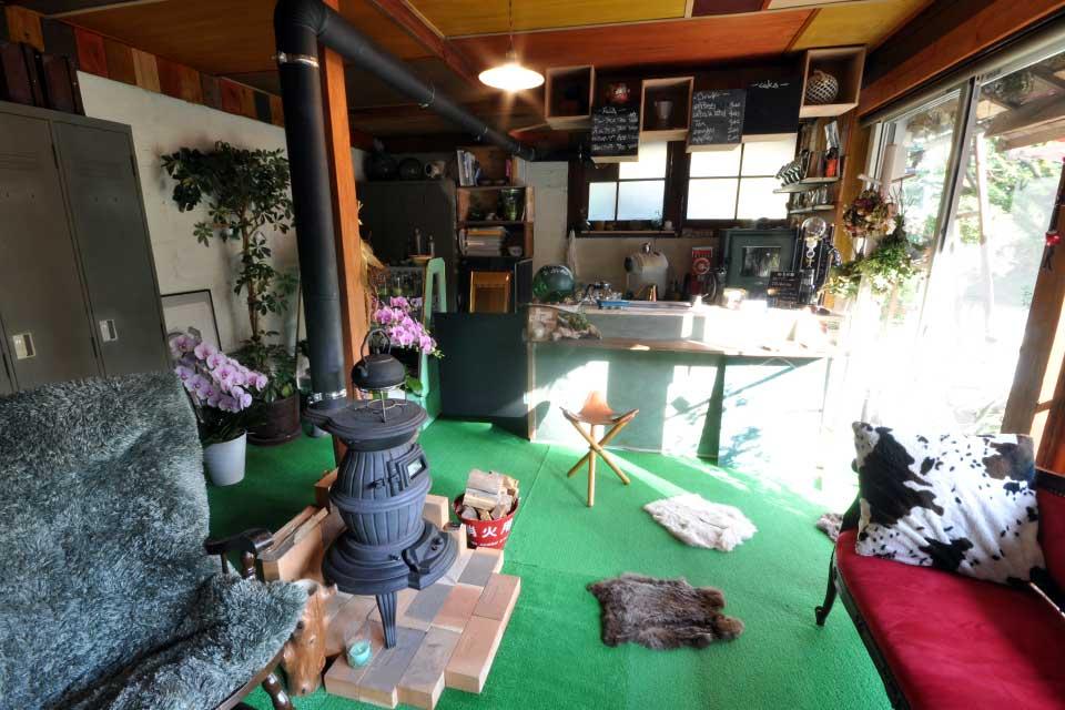 森の中の小さなお店 Chichinpuipui cafe