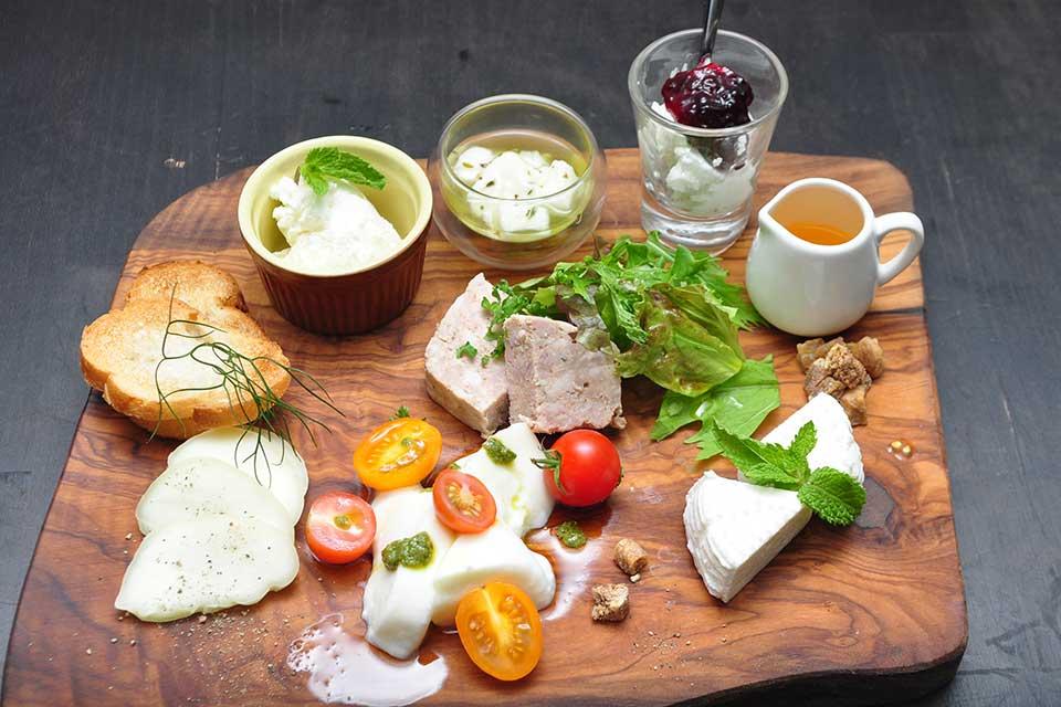 【Kotobuki CHEEZE/Restaurant&Bar TAKE】純鹿屋産のチーズ!チーズ!チーズ!