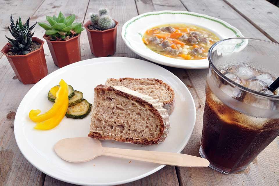 【SweetGreen】薪窯焼きパンとカワイイ多肉植物に胸キュン。湧水町のベーカリーカフェ