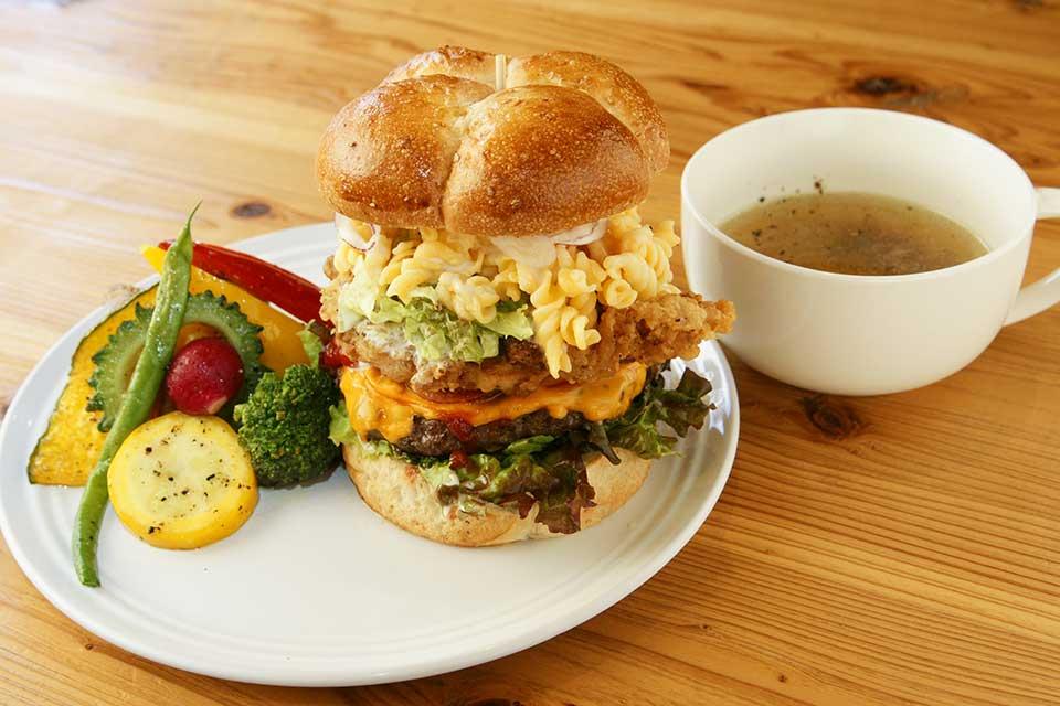 【oose CAFE】バンズは自家製、ボリュームも満点!極上ハンバーガーを食べたいならココ!