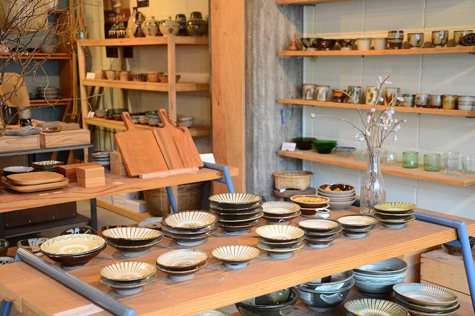 【OGINNA】民芸品に魅了された店主が集める各地の手仕事で作られる素朴なモノ