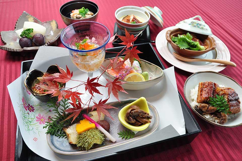 【OCEAN RESORT えぐち家】海を一望できる温泉リゾートホテル。ホテルメイドの海鮮ランチも必食!