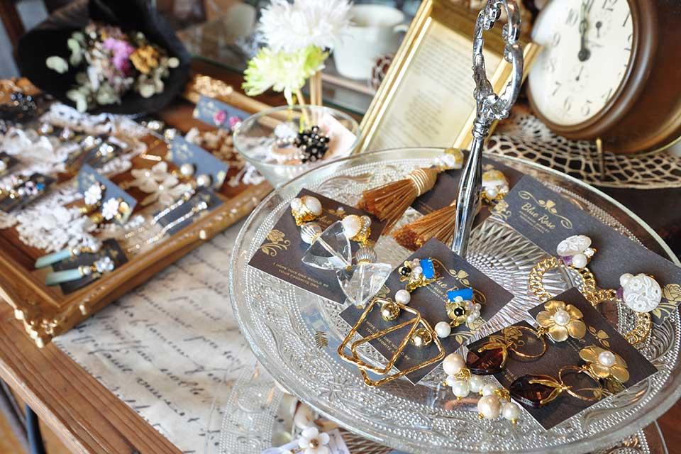 【ouchishop  *tocotoco*】素敵なハンドメイド雑貨と古道具。異なる魅力にノックアウト