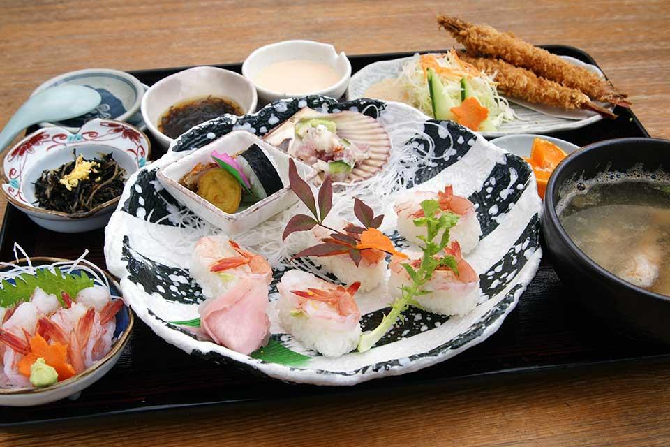 【市場食堂ぶえんかん】漁協直営だから味わえる新鮮な魚介の贅沢御膳に注目!