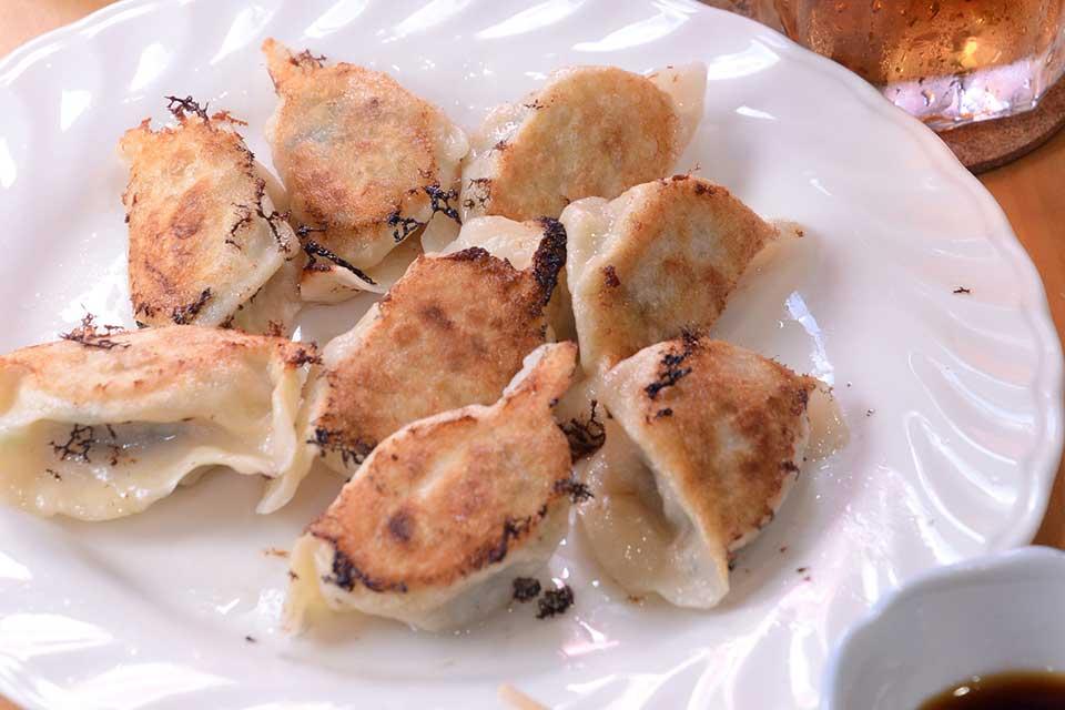 【中華家庭料理 媽媽】喬さんがイチから手作りするこだわり餃子を、ぜひ食べてみて!ものすごく美味しいんです!