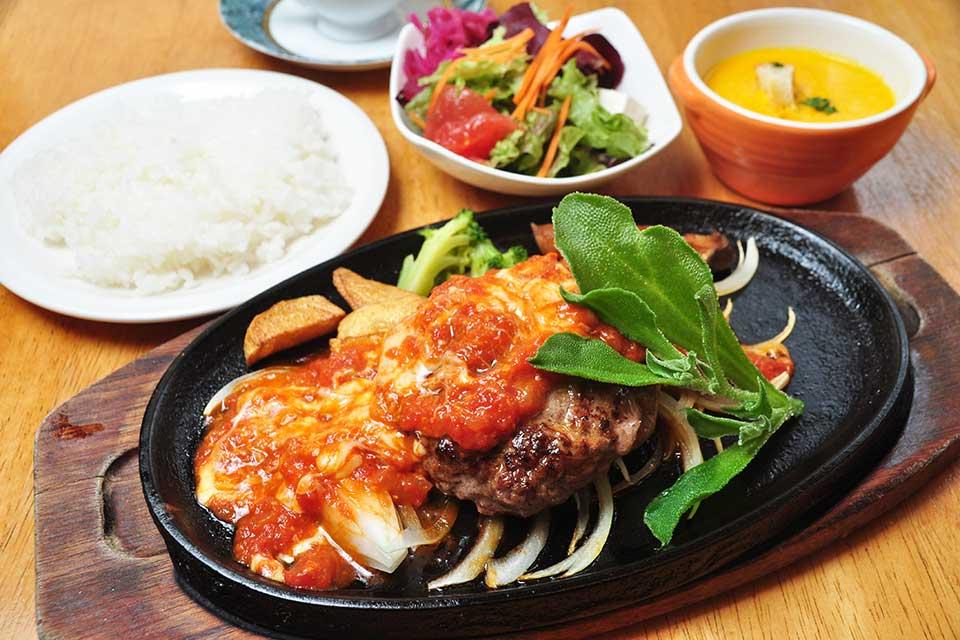 【青空】シンプルだからこそ美味しい!世代を問わず愛される洋食店
