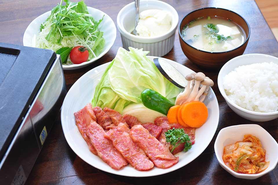 【Oh niku】洒落たカフェのような雰囲気で美味しい肉を楽しめる焼肉バル
