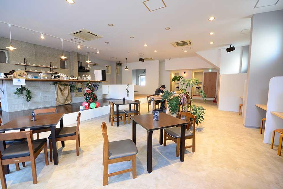 【Cafe TEATRO ANGELO ゲストハウス Banvina】中央駅近くに新たなスポット誕生