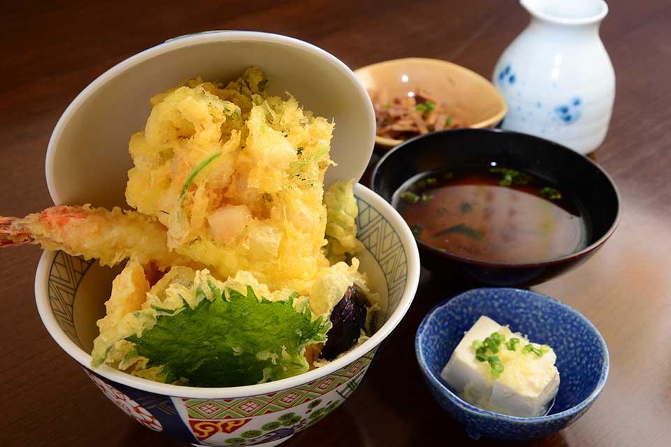 【天ぷら 凜】あっと驚くボリュームと、サクサクの揚げ方にこだわった絶品天ぷらを