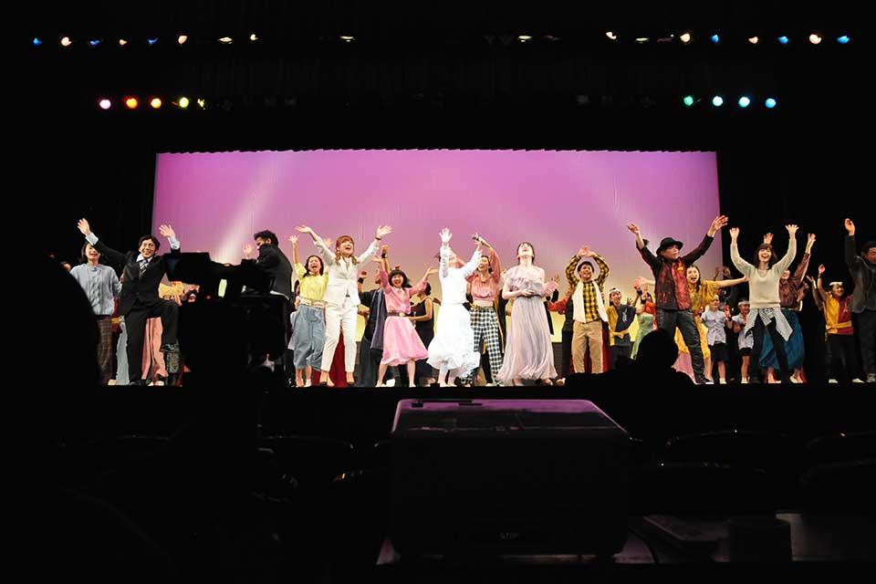 【夢~無敵だったあの頃~】鹿児島の表現者たちが創り出す〝夢への物語〟。3月20日の公演の様子をレポート