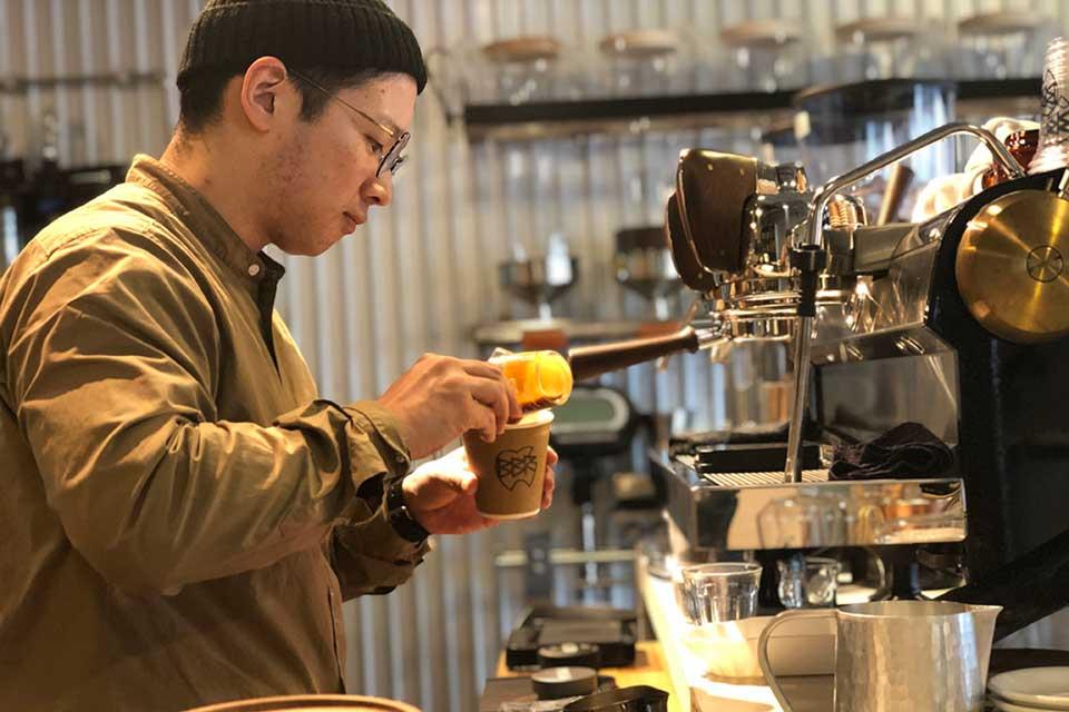 【BLUE BEANS ROASTERY】毎日を豊かにする1杯のコーヒーに出合えるコーヒーショップ
