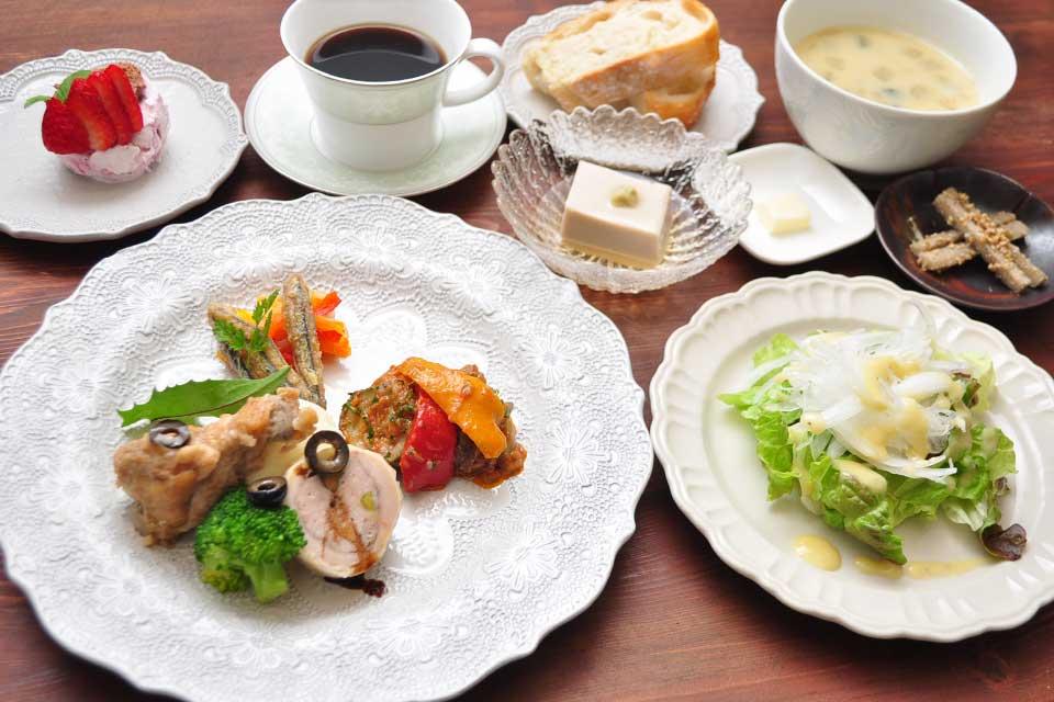 【cafe・de・ROPPONGI】 ブライダルハウス内にできたオープンテラス付きのオシャレカフェ