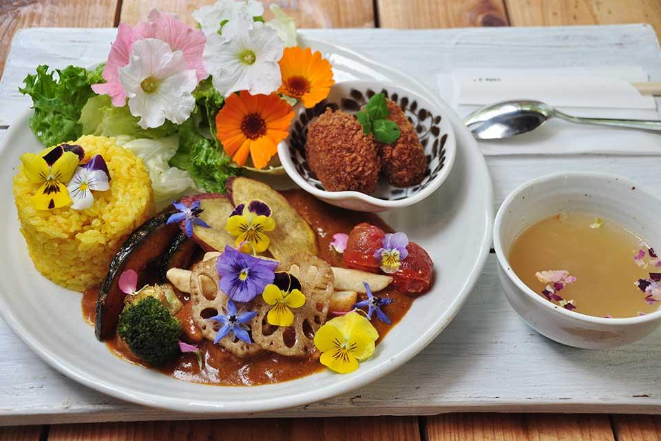【食べるお花屋さん cafe3*】見るだけじゃなく食べられる!?お花に彩られた素敵な古民家カフェ