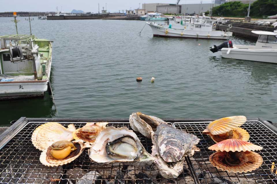 【漁師飯 勝吉丸】『志布志岩ガキ』を楽しめる牡蠣小屋が週末&祝日の昼のみ期間限定オープン