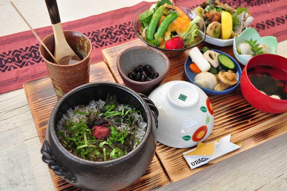 【ウラカフェ】新感覚メニューに加え、新たに土鍋ごはんランチが登場!