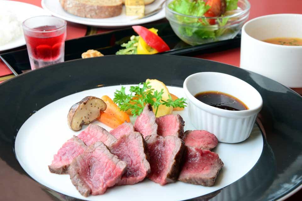 【黒豚・黒毛和牛料理 鹿児島 MANTEN】地元産の美味しいお肉を景色を見ながら舌鼓