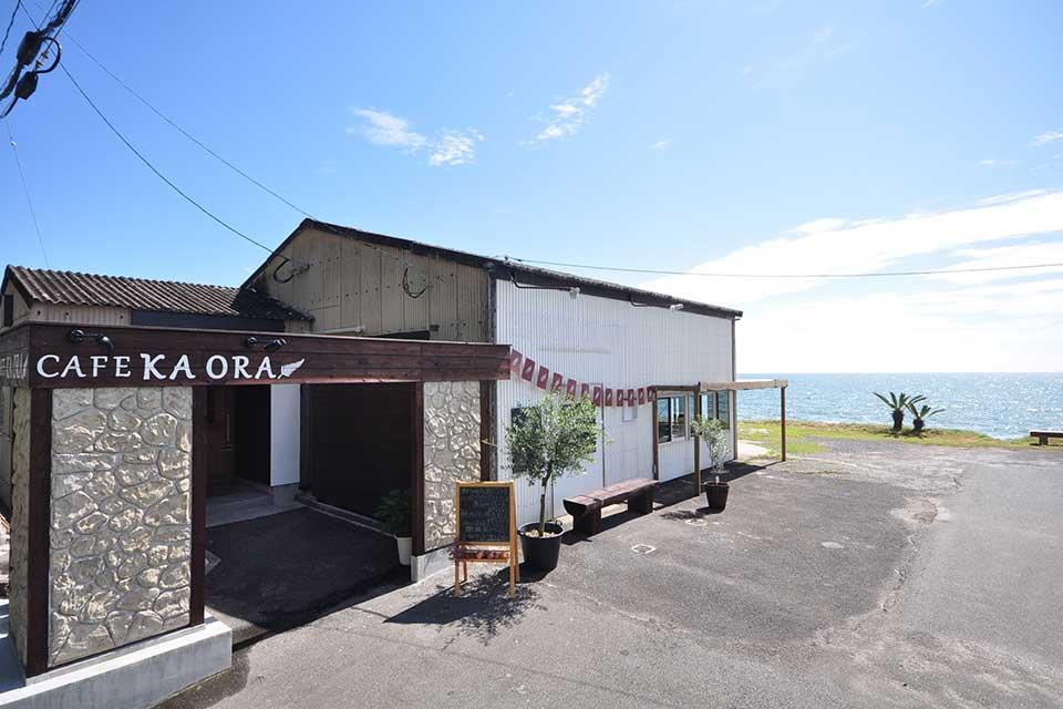 【CAFE KA ORA】 江口浜沿いにオープンした海カフェは、日頃の疲れをリセットできる癒しスポット