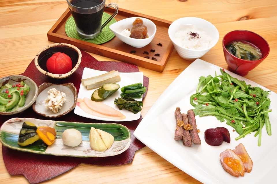 【門波主丹-モンパスタン-】西方海岸に面した絶景の海カフェ。2019年夏から日本料理ランチをスタート!