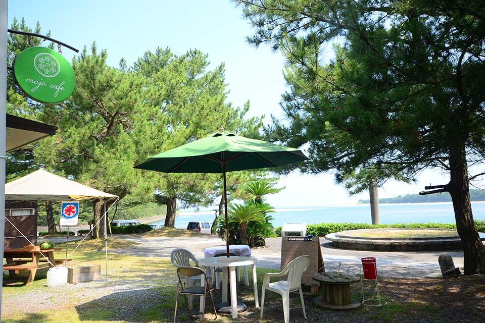 【mojo cafe】農家直営のカフェで、目の前に海が広がる絶景を眺める憩いの時間を