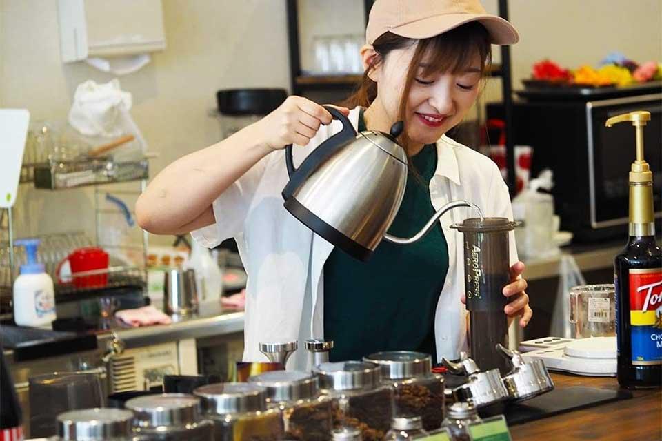 【CAFE USHISHI】鉄板焼き屋からカフェのオーナーへ。こだわりのコーヒーや絶品ローストビーフはいかが?