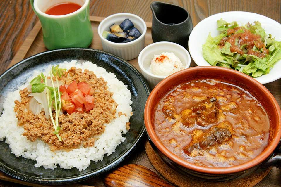 【バサルトKagoshima】オリジナルブレンドの本格スパイスカレーを味わおう
