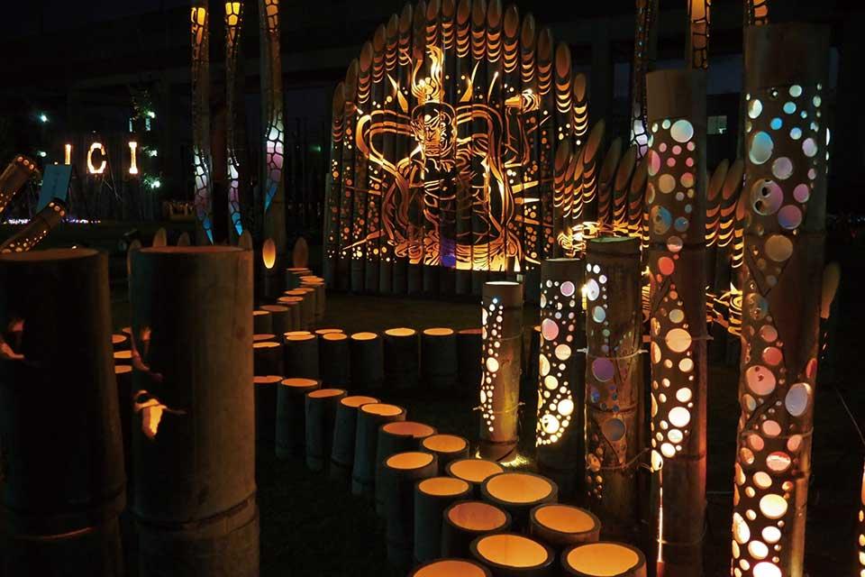 【いずみマチ・テラス〜竹灯籠でつなぐ光の祭典〜】竹灯籠の街・出水の夜を幻想的な光が美しく彩ります!