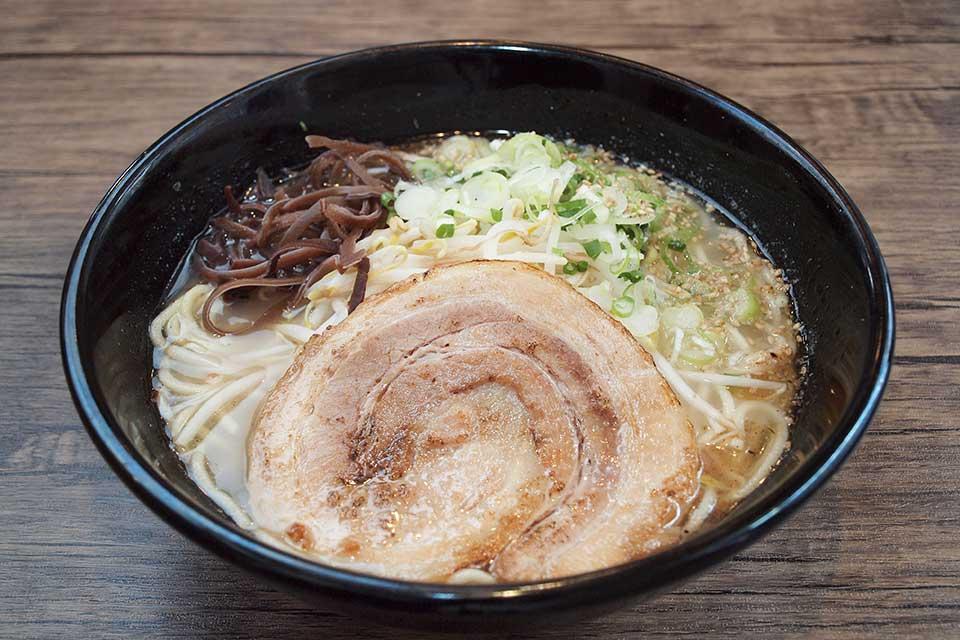 【麺屋 くるり】沖永良部島から国分へ移転!コクのあるスープと自家製麺が美味しいラーメン