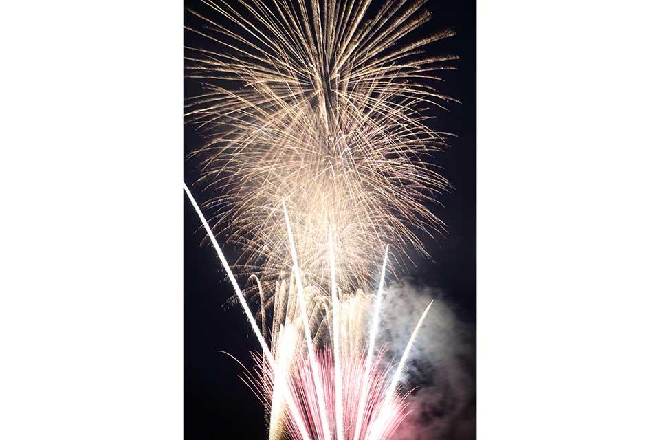 【第11回 大浦まつり】アットホームな催し盛りだくさんなのんびりイベントの〆は夕景と花火のコラボ