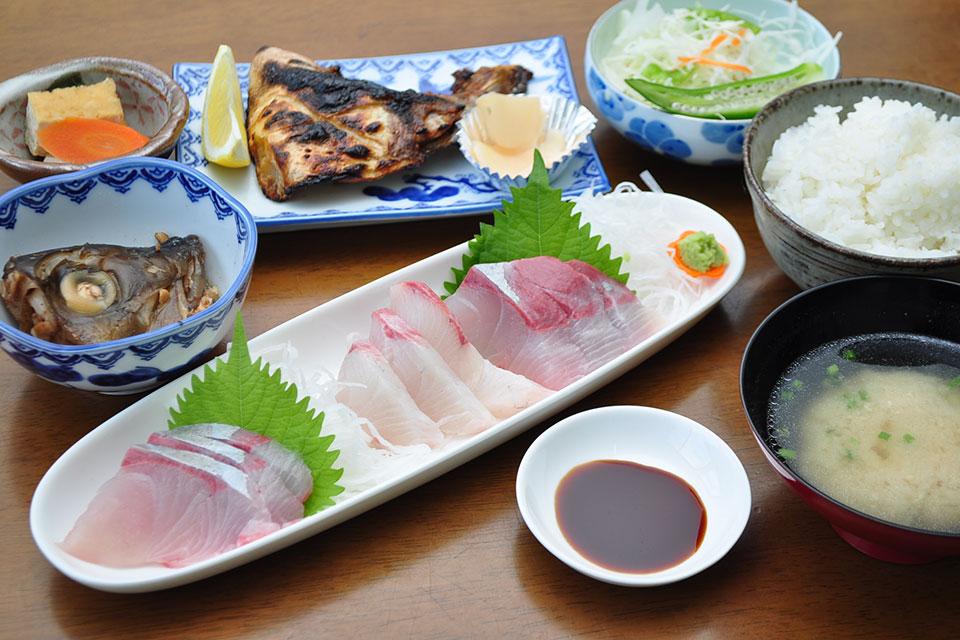 【カンパチ専門定食の冠八屋】垂水で発見!超絶美味いカンパチを味わえる海鮮グルメスポット
