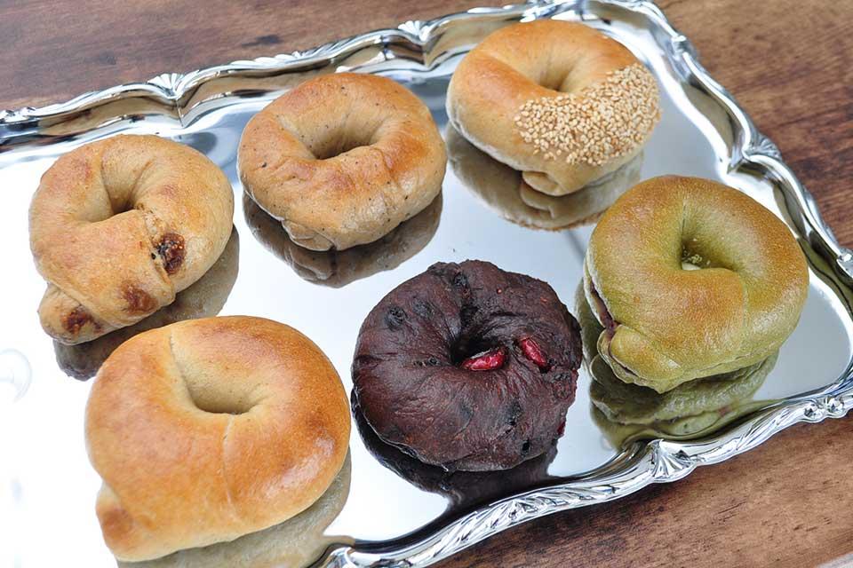 【Bakery with B】外側しっかりで噛み応えはもっちり、バラエティ豊富なベーグル専門店
