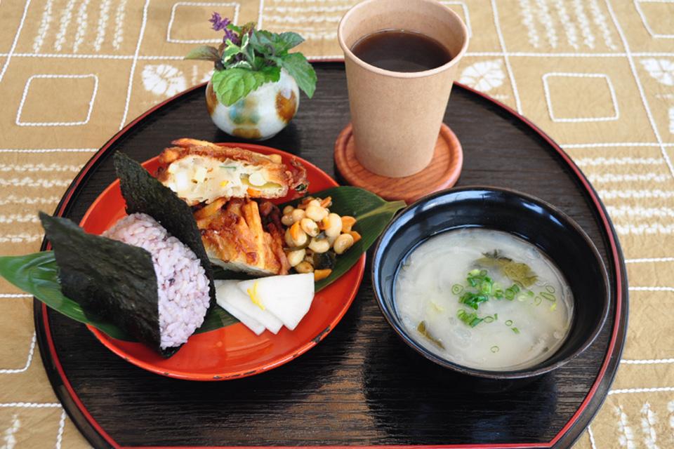 【おひさまのおと】ヘルシーご飯に里山の景色。四季折々の季節を全身で感じられる茶屋