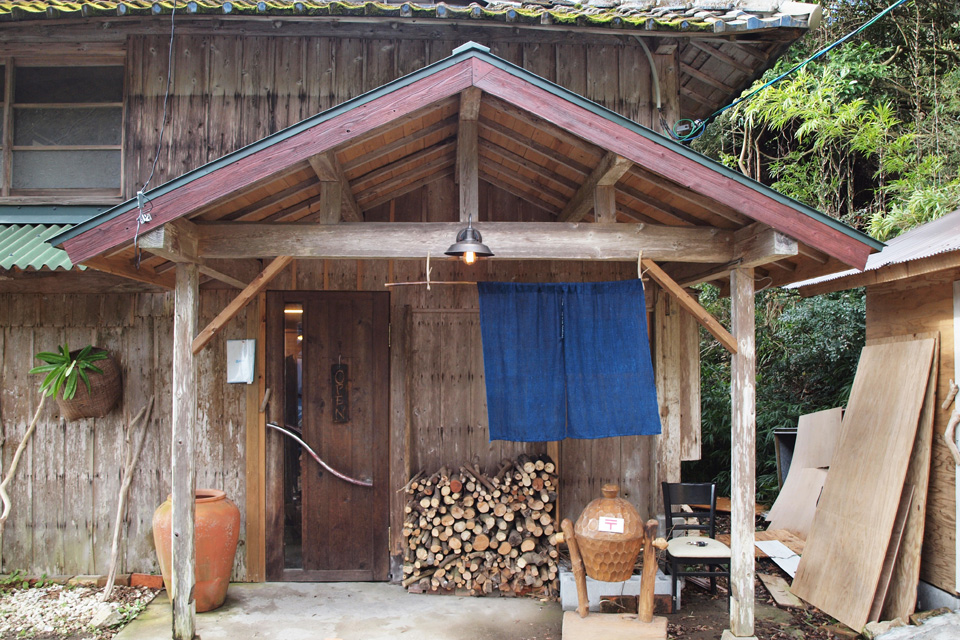 <b>【藍染屋/Studio No4】</b>金峰町の奥地にて昔ながらの技法で藍染めを行う工房&ギャラリー