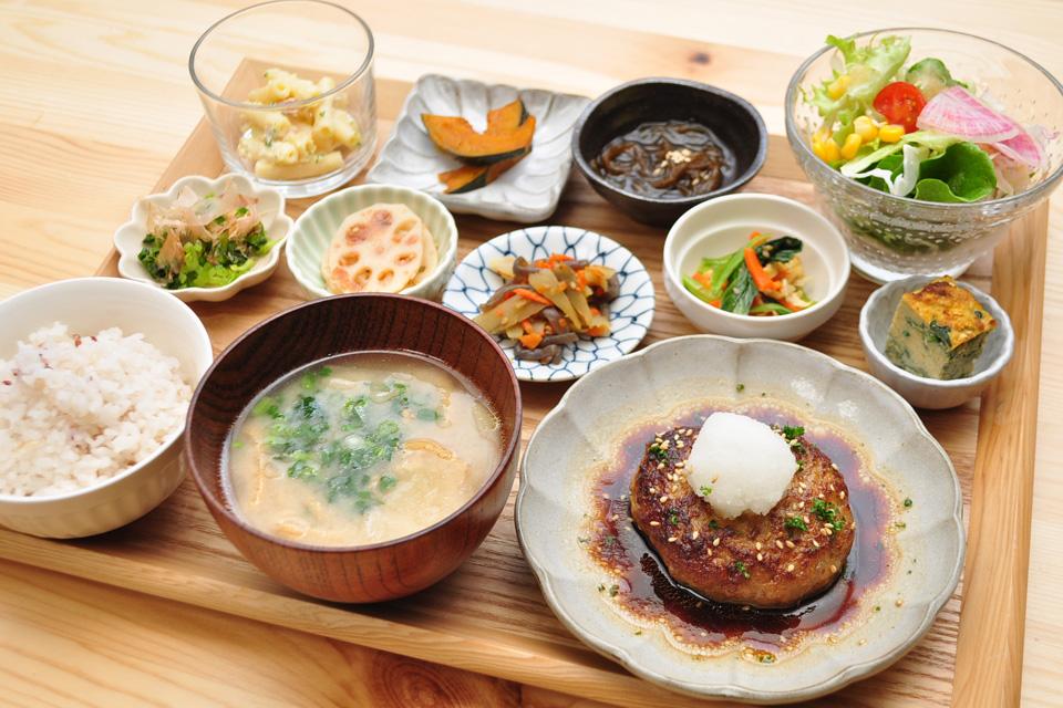 "<b>【andan亭】</b>女子好きのする自宅開放カフェはランチタイムの""一汁十菜ごはん""が自慢"
