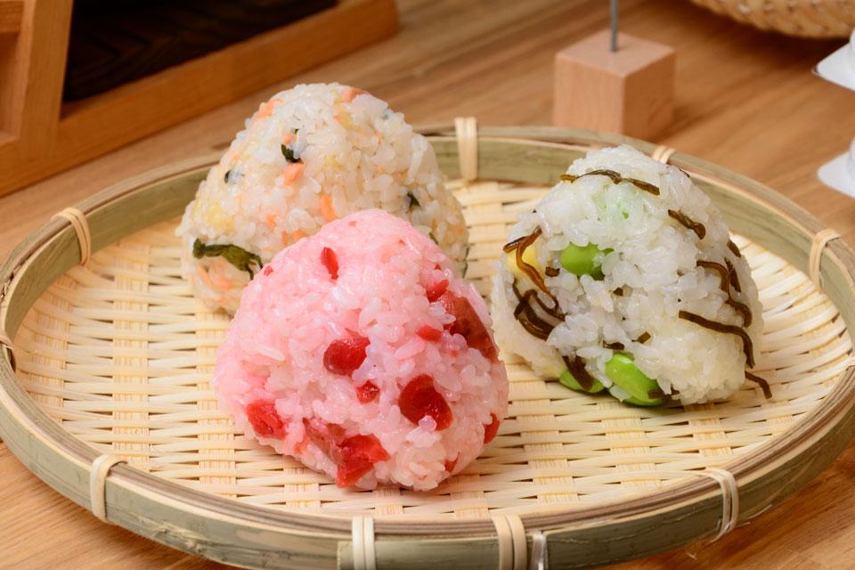 <b>【おむすびころ凛】</b>美味しいお米を釜炊きしたおむすび。あぁ、日本人で良かった~