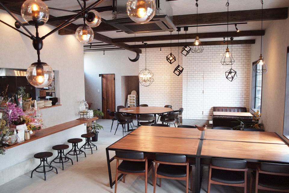 <b>【Blue Bird Coffee 紫原店】</b>食事もデザートもコーヒーも。「ここでしか味わえない」が揃う店